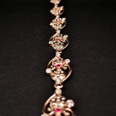 Bracciale in oro rosa 375, con brillanti e rubini